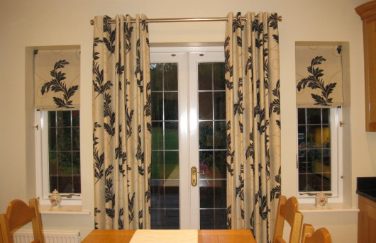 Breakfast room eyelet curtains with roman blinds