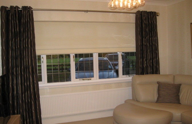 Eyelet curtains with Roman blind
